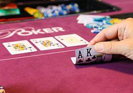 Chinese Tesla eigenaars kunnen poker spelen in auto