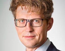 Minister Dekker stelt een afkoelingsperiode voor